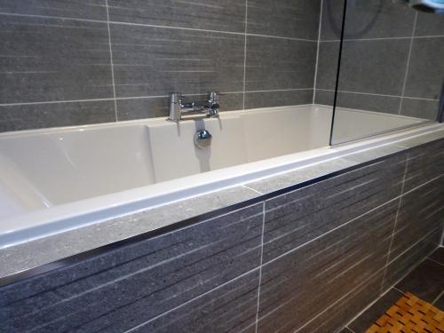 Featrue tile in bath